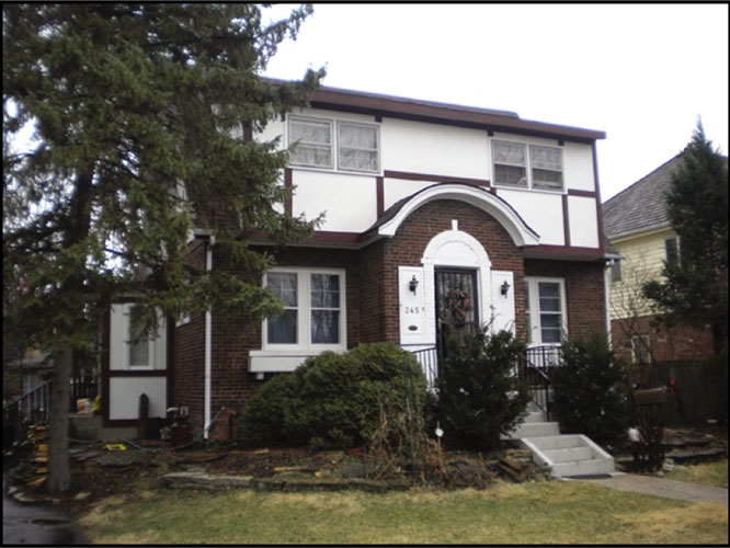 exterior view of residential home in Clarendon Hills