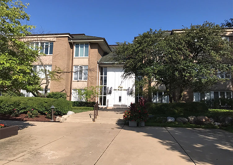 front view of kayner condo complex