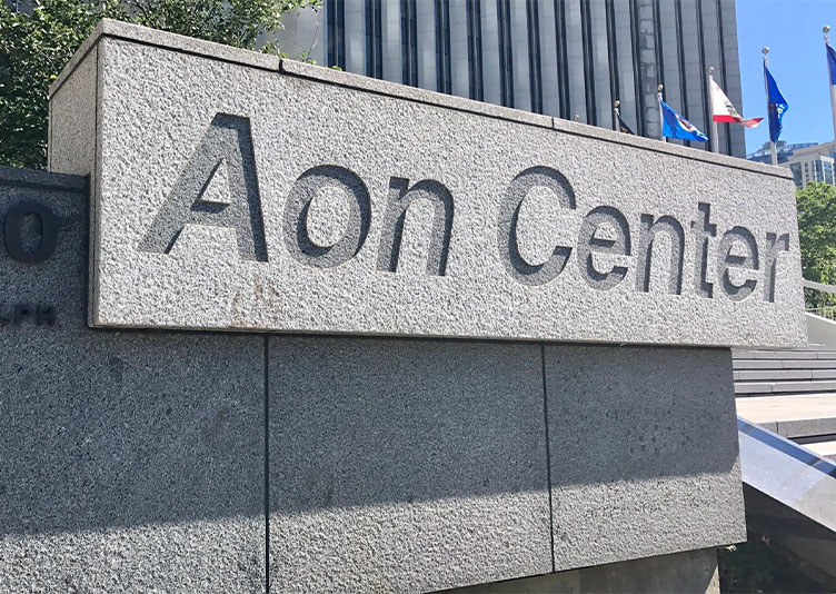 exterior of aon center in chicago, il